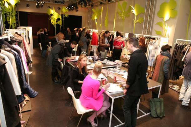 Italian Fashion Wholesale Ready To Wear Apparel